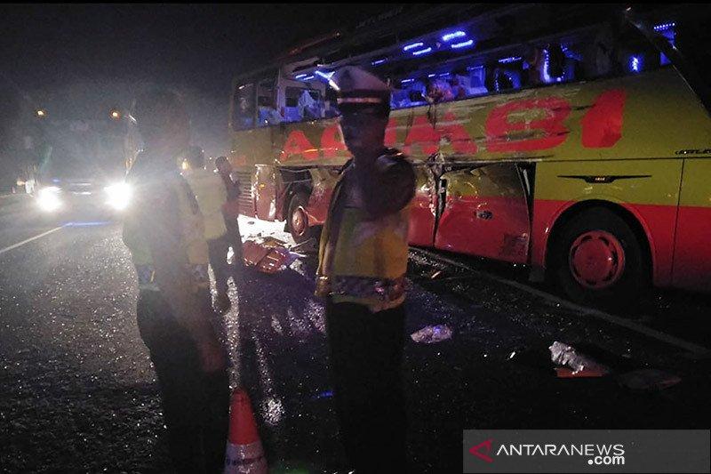 Tujuh korban meninggal kecelakaan Tol Cipali sudah dibawa keluarga