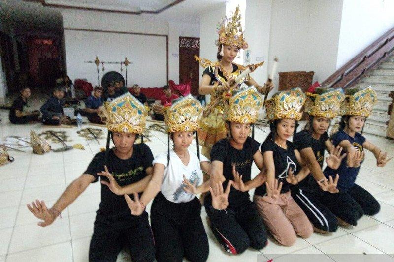Seniman Bali meriahkan Festival Tanjung Kelayang 2