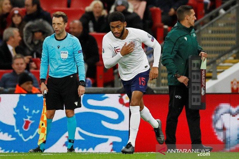 Sterling sedih suporter Inggris cemooh Joe  Gomez
