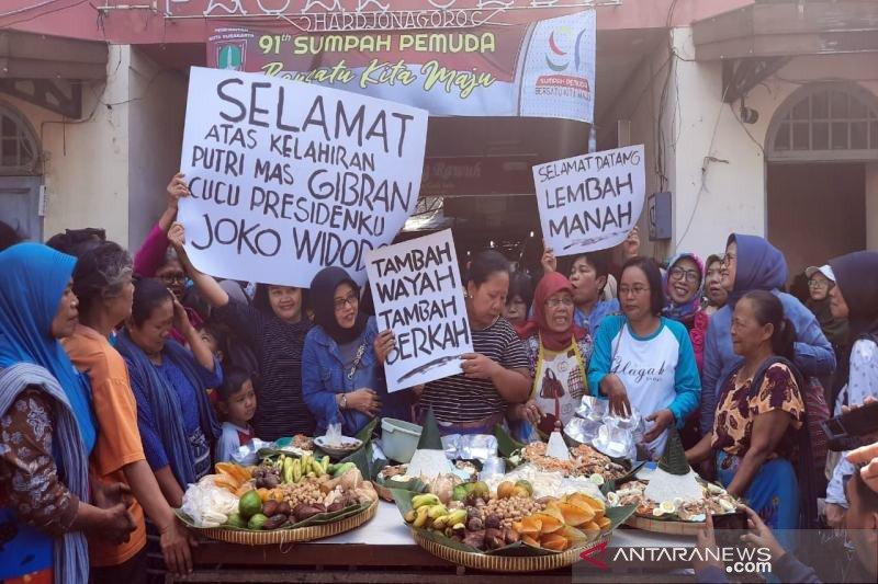 Pedagang pasar Solo gelar syukuran kelahiran cucu Presiden Jokowi