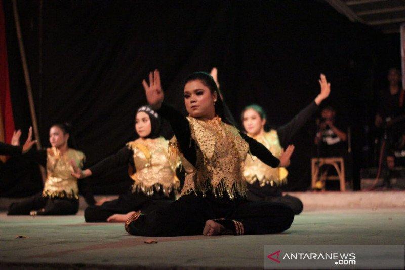 Lestarikan Kesenian Minangkabau FIB Unand tampilkan Sirompak