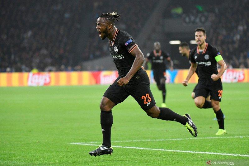 Michy Batshuayi bertekad untuk bertahan dan rebut posisi starter di Chelsea