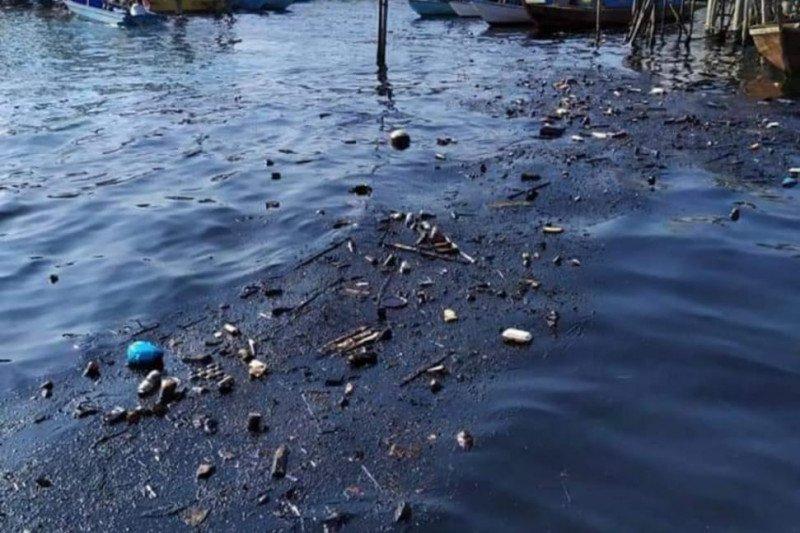 Warga keluhkan cemaran minyak di Perairan Pulau Belakangpadang