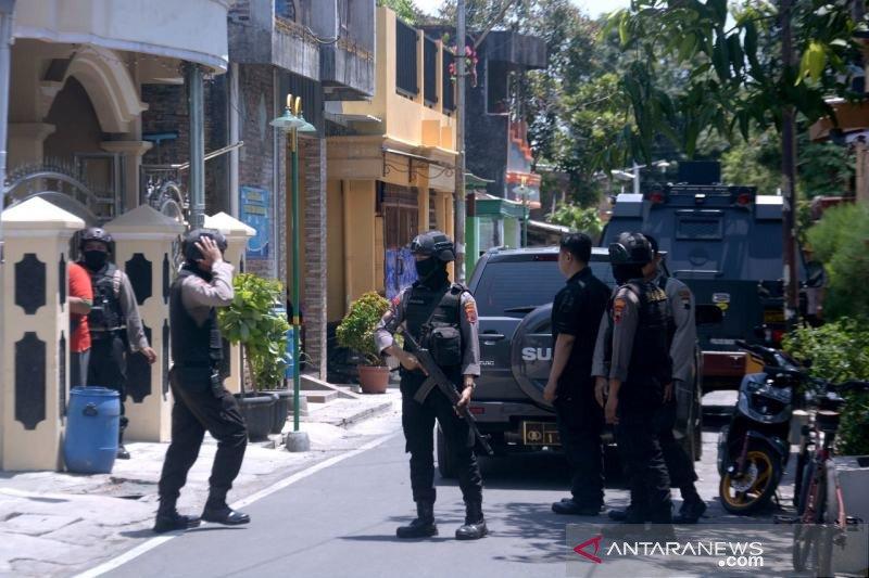 Densus tangkap ustad JM di Pajang Solo