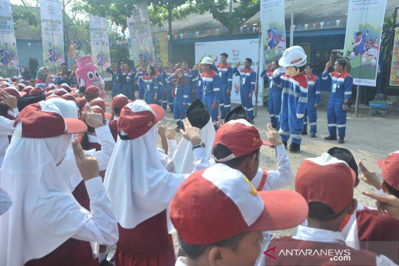 Pertamina MOR II mengajar di Sekolah Dasar