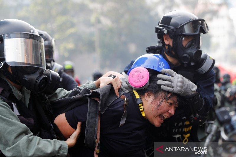 Polisi Hong Kong kepung seratus demonstran di kampus