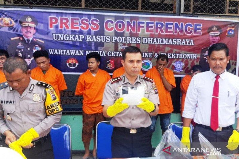 Polisi Dharmasraya gagalkan peredaran satu kilogram sabu-sabu
