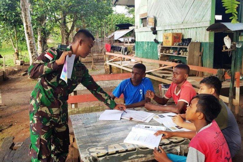 Satgas Yonif 411/PDW berikan bimbel kepada pelajar Kampung Kirelly