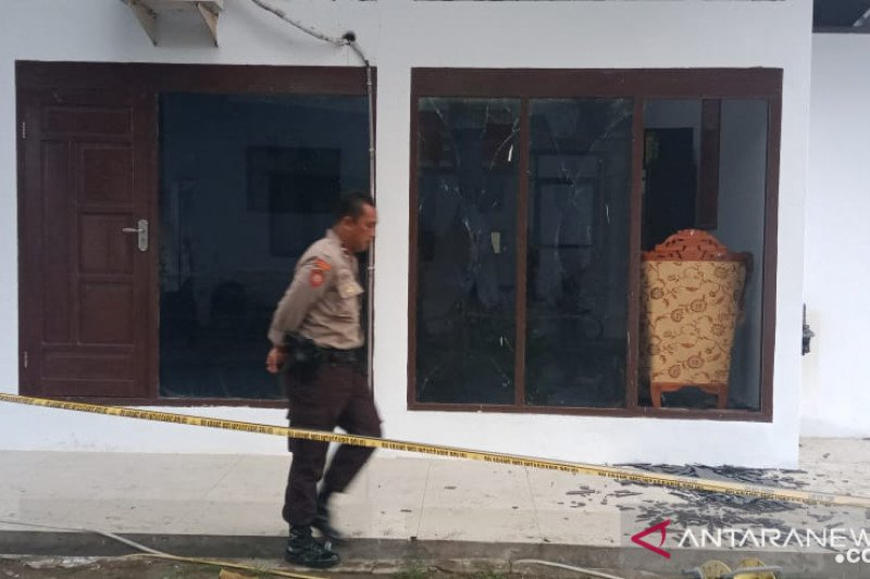 Diduga detonator hasil pemusnahan meledak di kantor Kajari Pare-pare
