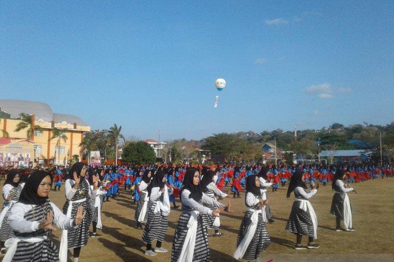 Tarian kolosal dan karnaval kesultanan meriahkan FKMA ASEAN di Baubau