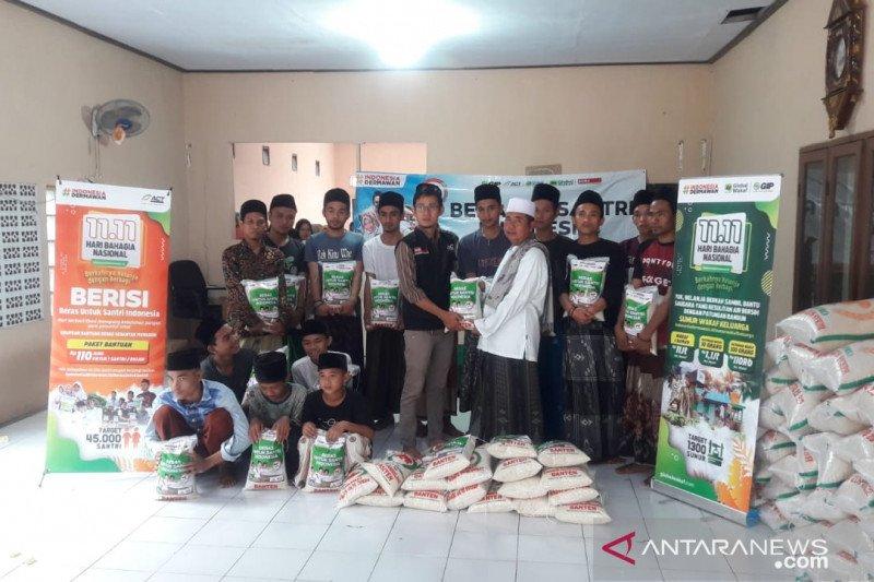 Pesantren prasejahtera mendapat bantuan 55 ton beras dari ACT
