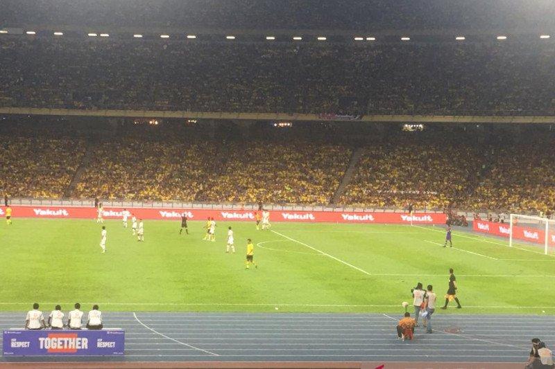Indonesia vs Malaysia diwarnai insiden saling lempar antarpendukung