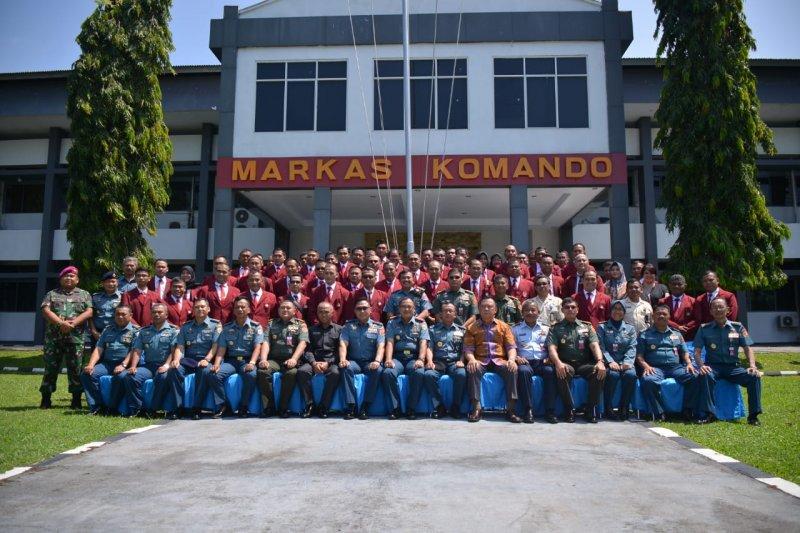Mahasiswa Unhan studi visit di Lantamal VIII