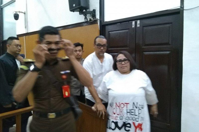 Nunung dan suami minta keringanan hukuman