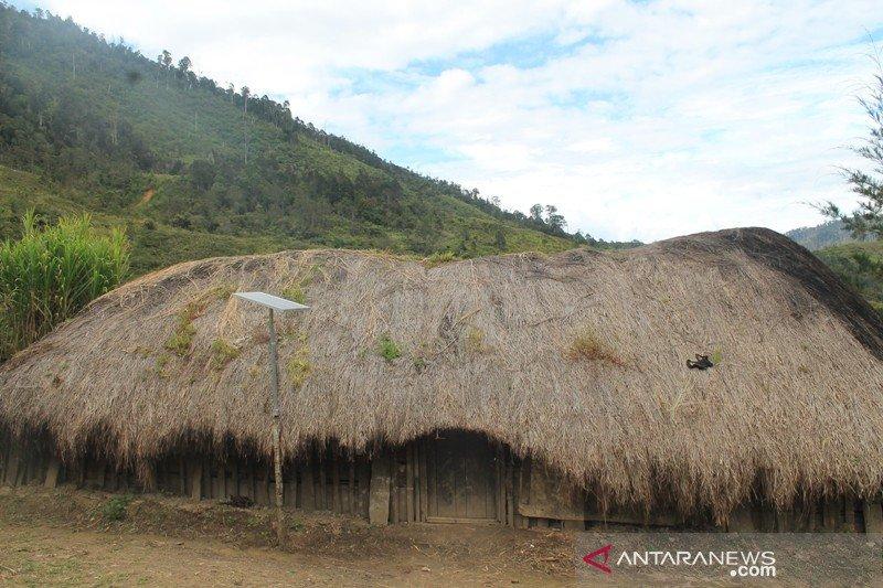 Pemkab Jayawijaya bantu masyarakat adat nikmati penerangan modern