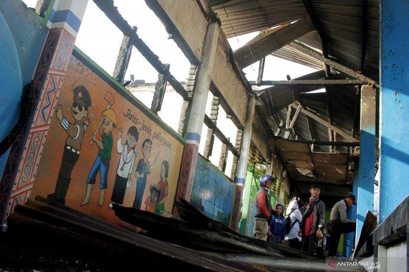 Kebakaran sekolah di Makassar