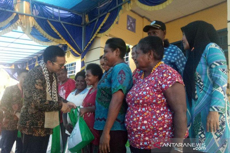 BKKBN dan Kemsos salurkan bantuan ke Kampung KB di Papua Barat