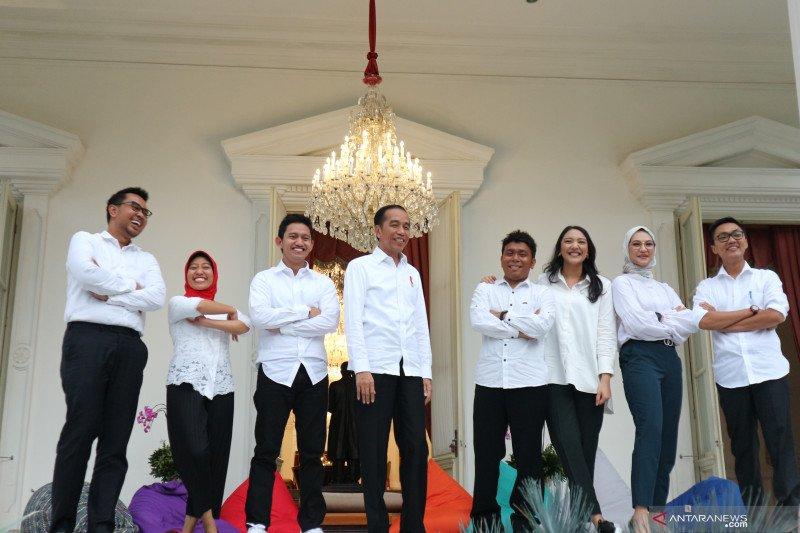 """Jokowi tak wajibkan staf khusus milenial """"ngantor"""" setiap hari"""