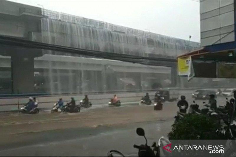 """""""Curahan Air"""" dari Tol Becakayu akibat saluran pipa belum rampung"""
