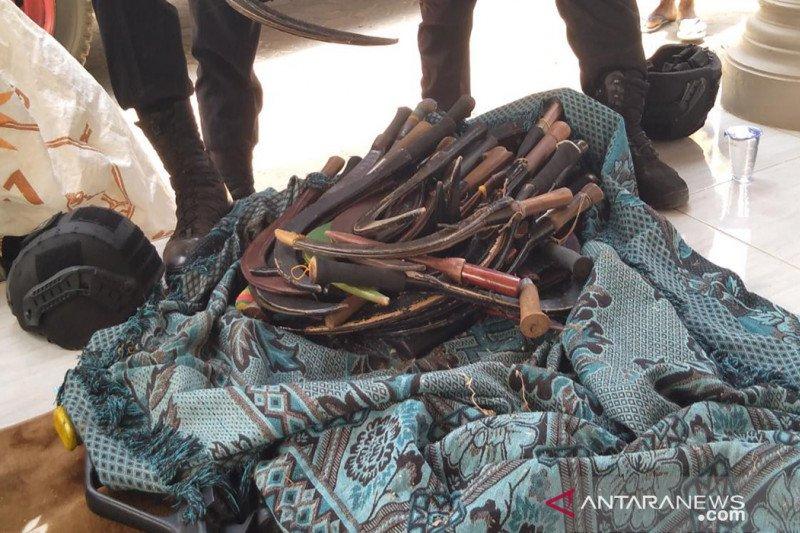 Pilkades, polisi sita ratusan senjata tajam di tempat pemungutan suara