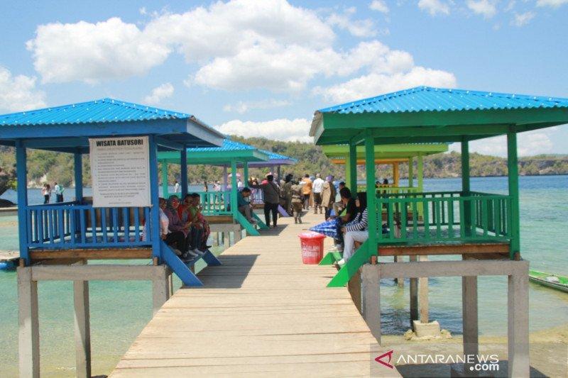 Peserta Festival Keraton ASEAN nikmati wisata Baubau