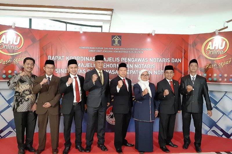 Dirjen AHU lantik majelis kehormatan notaris Sulbar periode 2019-2022