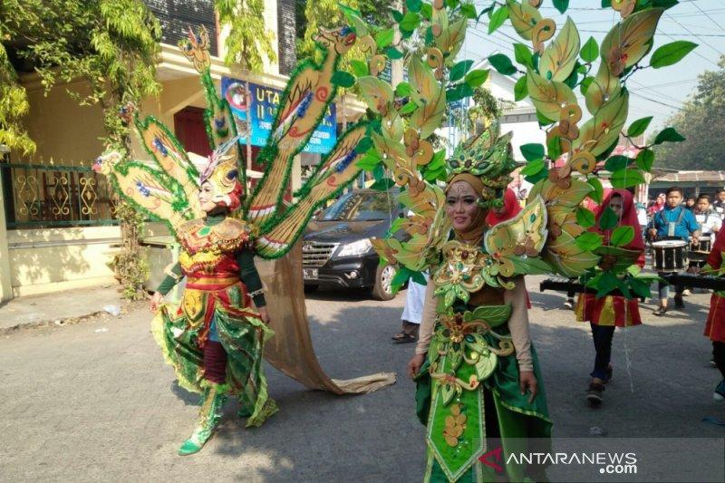 2.000 pramuka karnaval kostum daur ulang di Thamrin