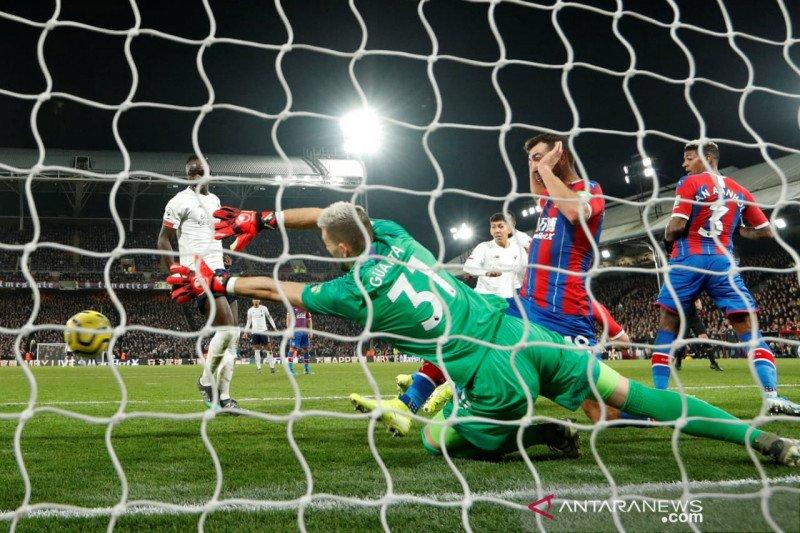 Liverpool kalahkan Crystal Palace 2-1