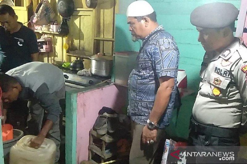 Polisi sita 124 liter tuak dari pedagang di Dharmasraya