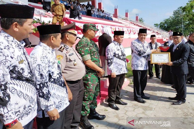 Tepuk tangan ribuan guru Kotim apresiasi pidato Mendikbud