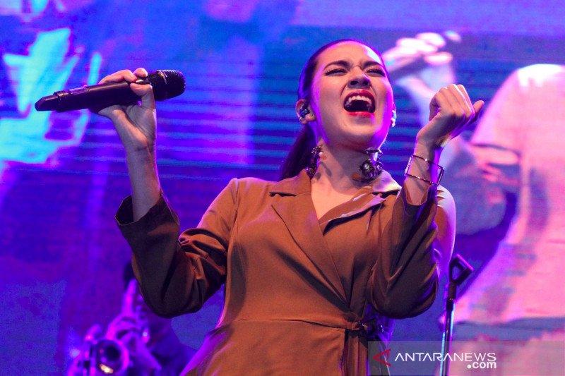 Aksi Raisa pada ajang Jazz Goes To Campus di Universitas Indonesia
