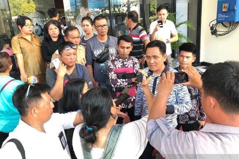Keluarga guru korban pembunuhan siswa protes tuntutan terhadap terdakwa