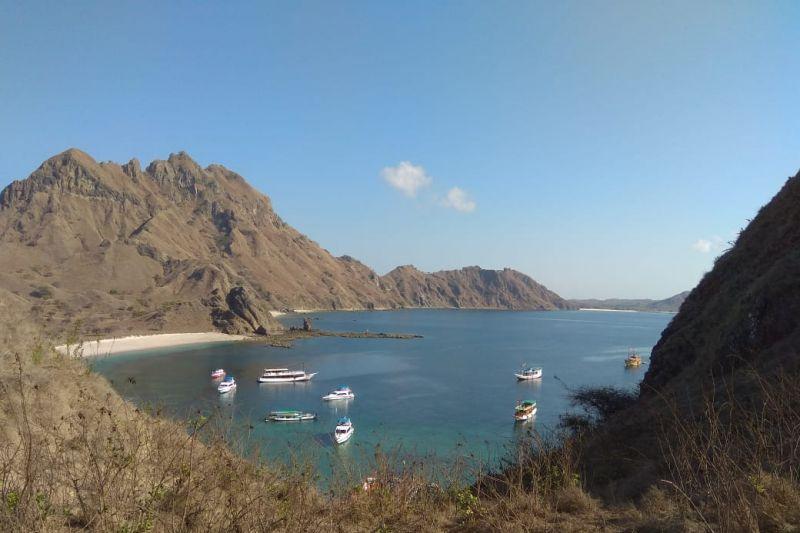 Menikmati penjelajahan  alam dan wisata laut di Labuan Bajo