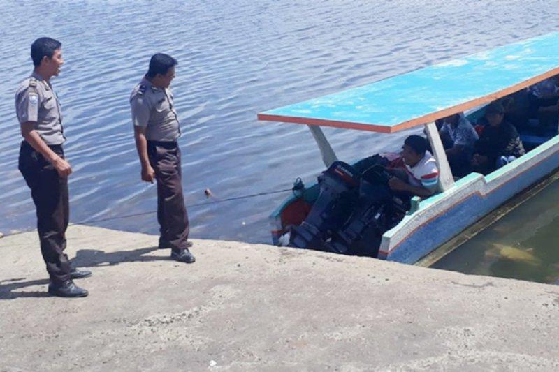 Polsek Likupang pantau aktivitas pelabuhan cegah kecelakaan di laut