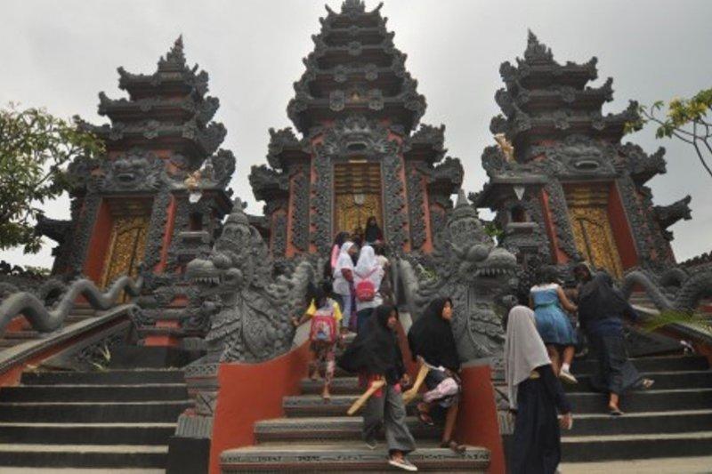 Kenalkan keberagaman agama dan budaya Indonesia