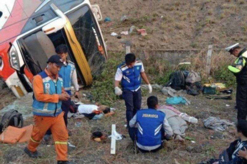 Korban tewas Bus Kramat Djati di Tol Sumo bertambah