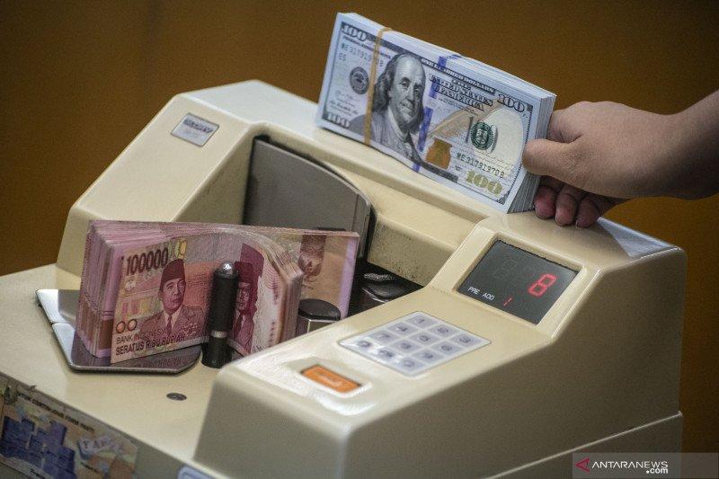 Nilai tukar rupiah melemah meski inflasi terkendali