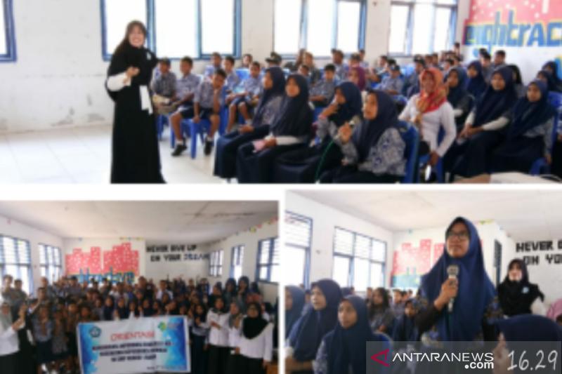 BNN Sultra mengedukasi bahaya narkoba kepada pelajar SMPN 1 Raha
