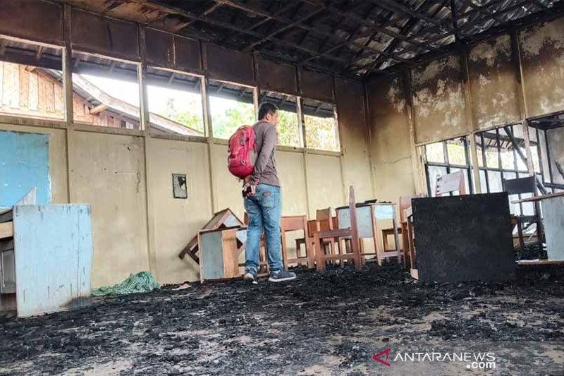 Siswa SMP Karya berencana gunakan bangunan terbakar untuk belajar