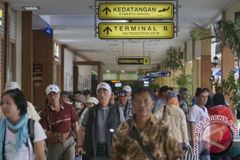 Aktivitas Bandara Adisutjipto Yogyakarta sempat terganggu landasan mengelupas