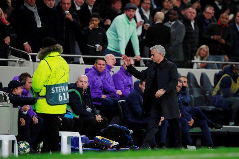 """""""High five"""" Mourinho membuat anak gawang Tottenham bahagia seumur hidup"""