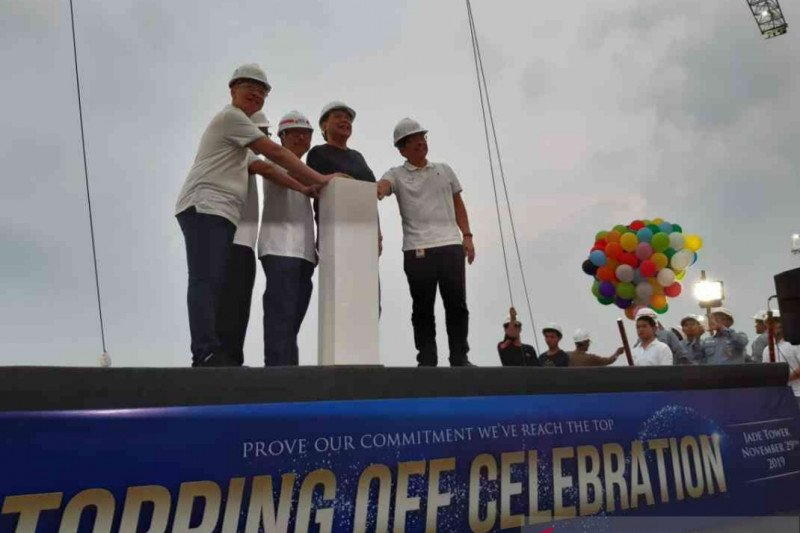 Transpark Juanda Bekasi gelar topping off tower pertama