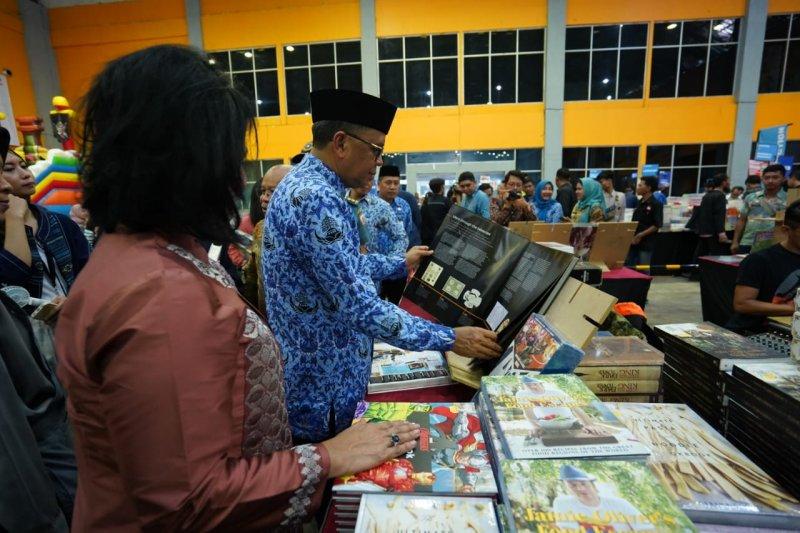 Gubernur Sulsel dorong pihak sekolah tingkatkan minat baca siswa
