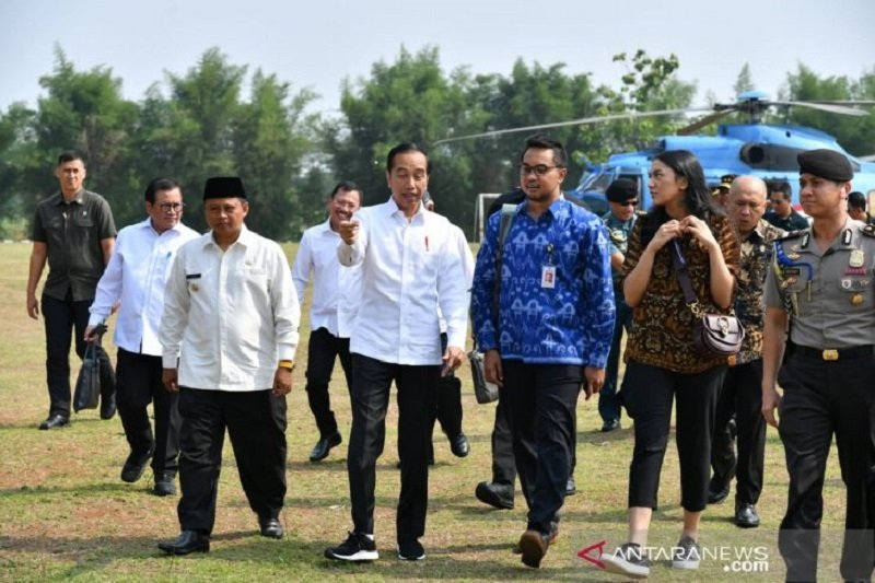 Presiden ajak dua staf khusus milenial kunjungi dermaga Patimban di Subang