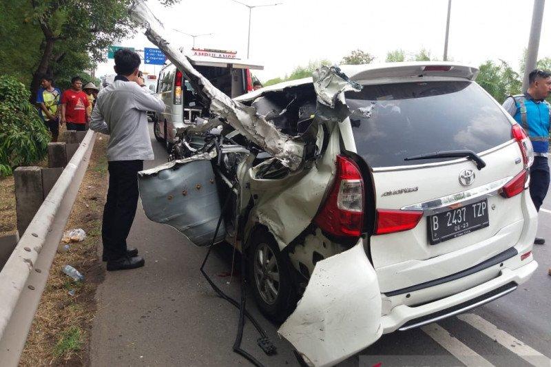 Satu orang meninggal dunia  akibat kecelakaan di Tol Meruya