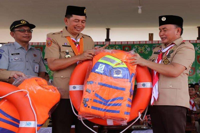 Bupati Barito Utara terima bantuan peralatan evakuasi kecelakaan