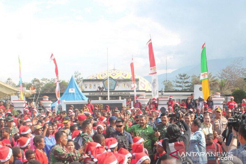 Panglima TNI ajak warga Jayawijaya sebar kebaikan kasih Natal