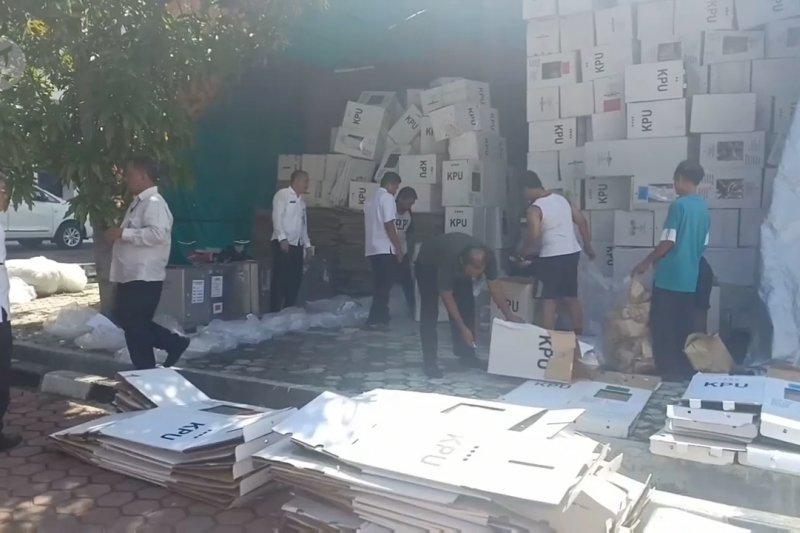 10.275 Lembar logistik bekas pemilu dipilah