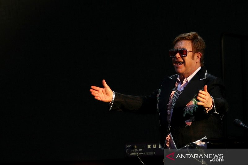 Hari AIDS, Elton John serukan dukungan bagi penyitas