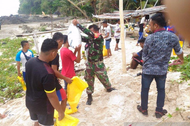 TNI di kepulauan Sang8he  bantu bangun fasilitas olahraga